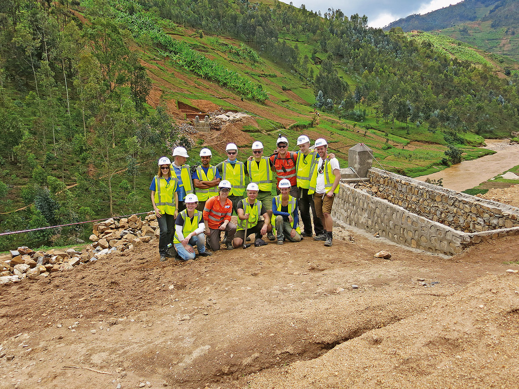 Bridges to Prosperity (B2P): International HOCHTIEF-Team builds Nkuri Bridge