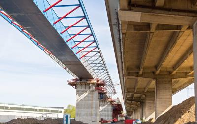 HOCHTIEF Story - Shifting bridges